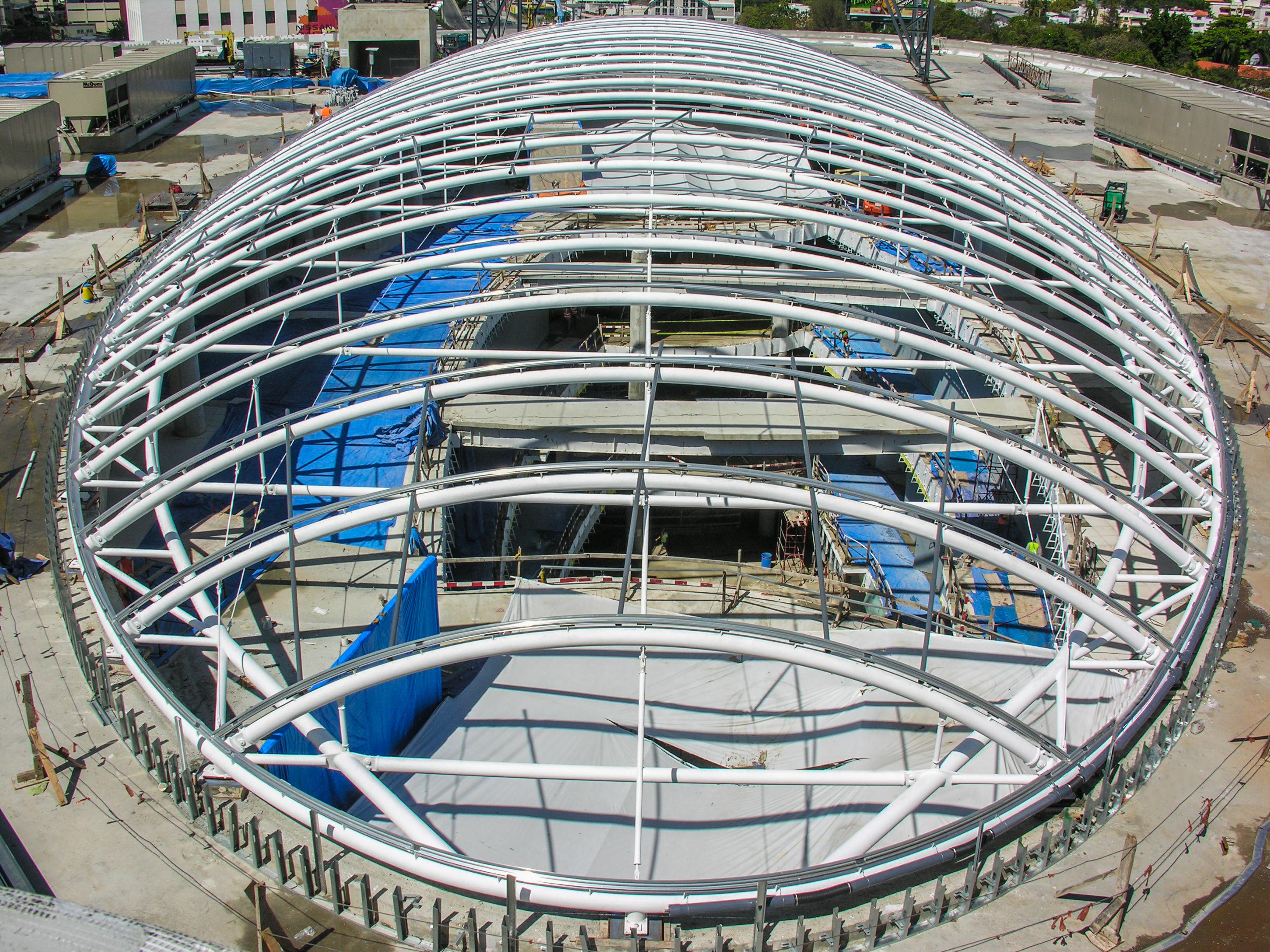 Foto aerea del Domo Agora Mall, localizado en el techo del centro comercial