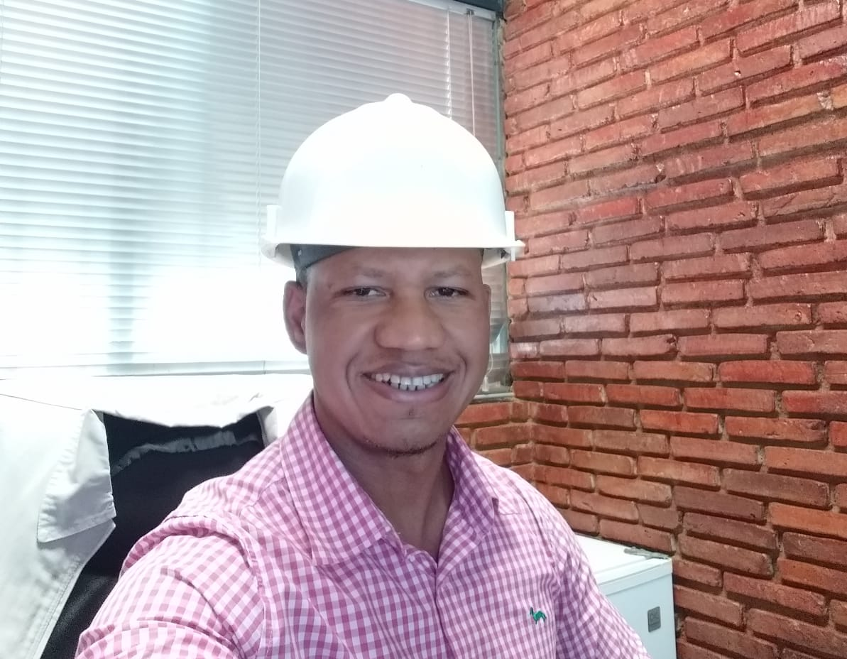 Member of the Ingenieria Metalica team, engineer Donald Rodriguez, wearing a white hard hat, looks at the camera.