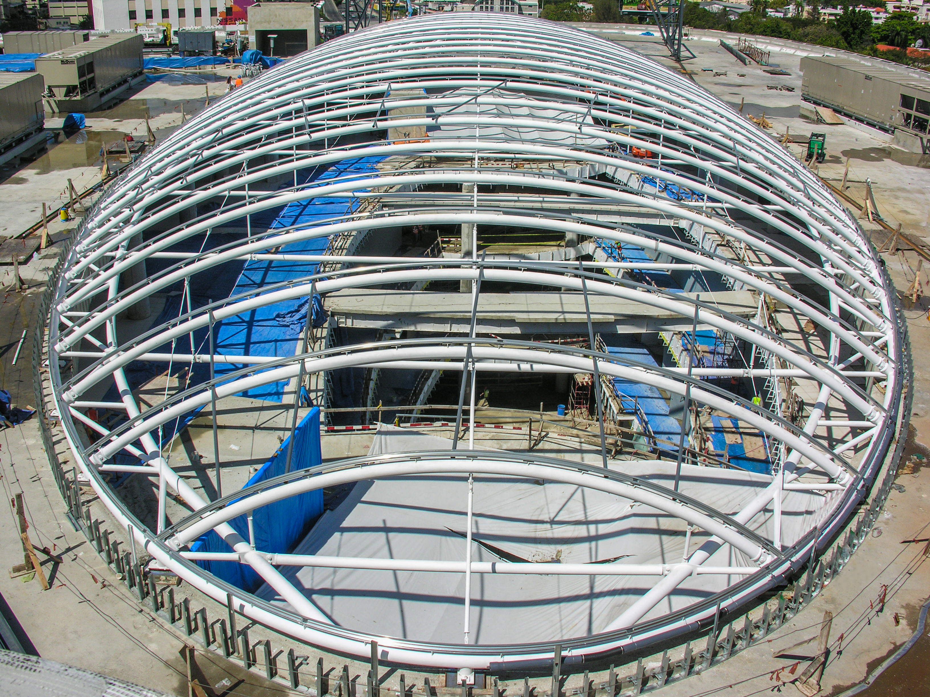 Estructura metalica domo Agora Mall al descubierto sin lona