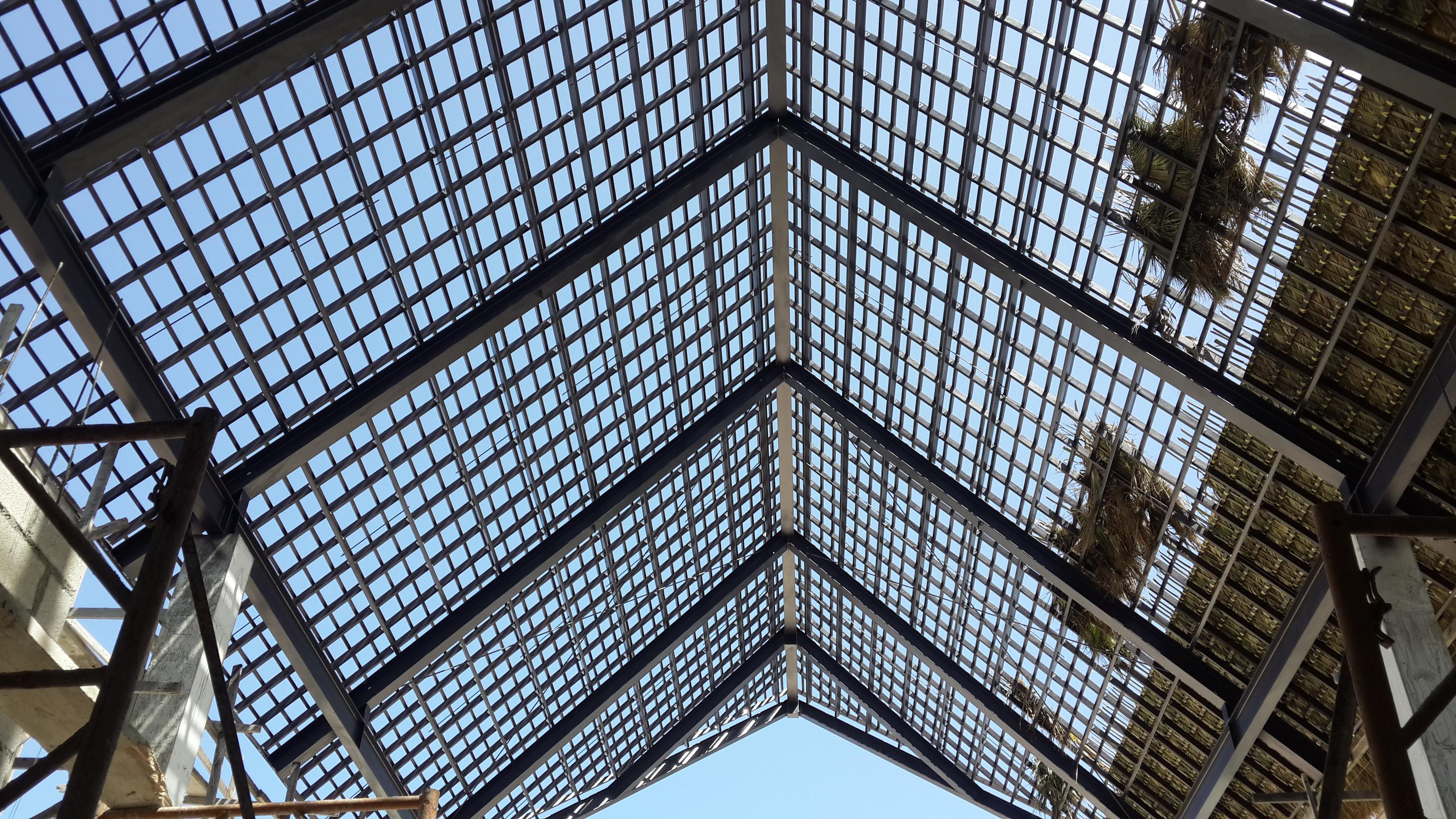 Estructura entrelazada para crear soporte para colocar la cubierta de cana fabricacion por Ingenieria Metalica
